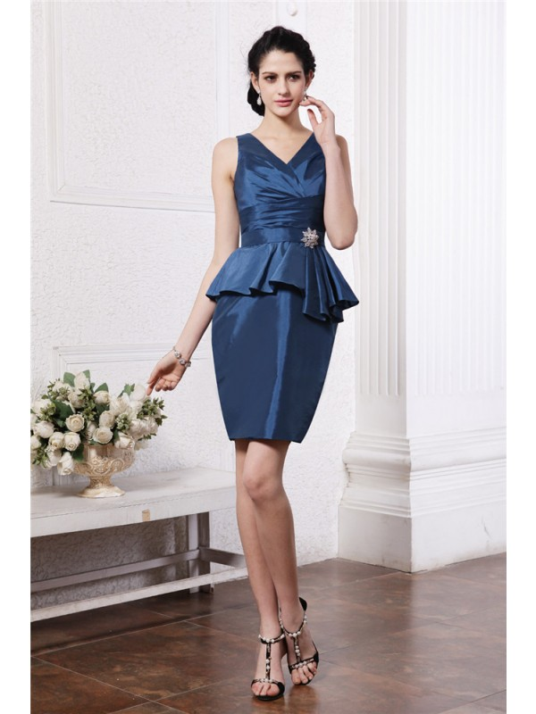 Sheath/Column V-neck Sleeveless Pleats Beading Short Taffeta Cocktail Dresses
