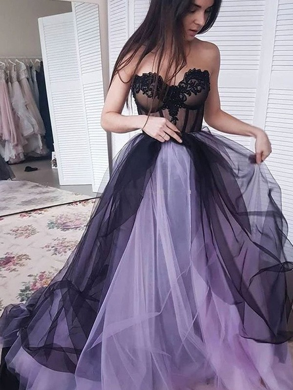 A-Line Tulle Applique Strapless Court Train Dresses
