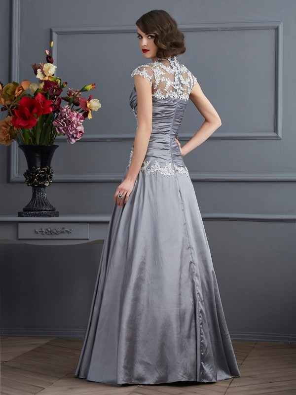 A-Line/Princess Sweetheart Short Sleeves Beading Long Taffeta Dresses