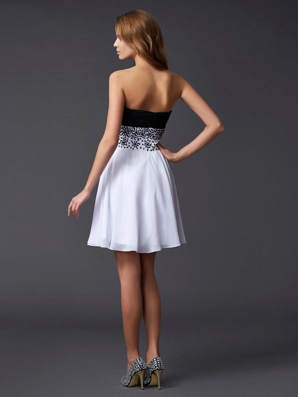 A-Line/Princess Sweetheart Sleeveless Beading Short Chiffon Dresses