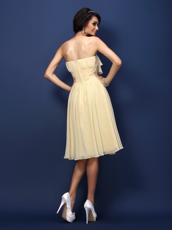 A-Line/Princess Strapless Hand-Made Flower Pleats Sleeveless Short Chiffon Bridesmaid Dresses