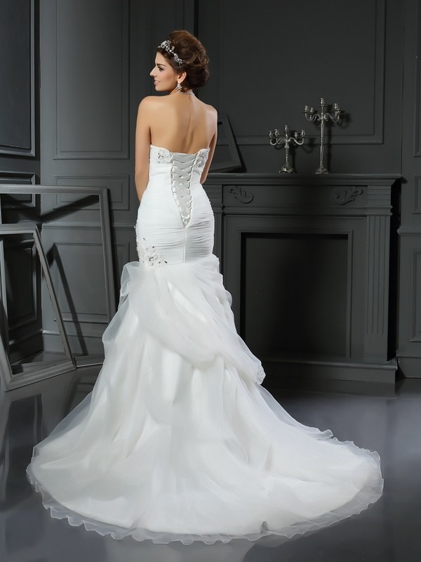 Trumpet/Mermaid Sweetheart Beading Sleeveless Long Net Wedding Dresses