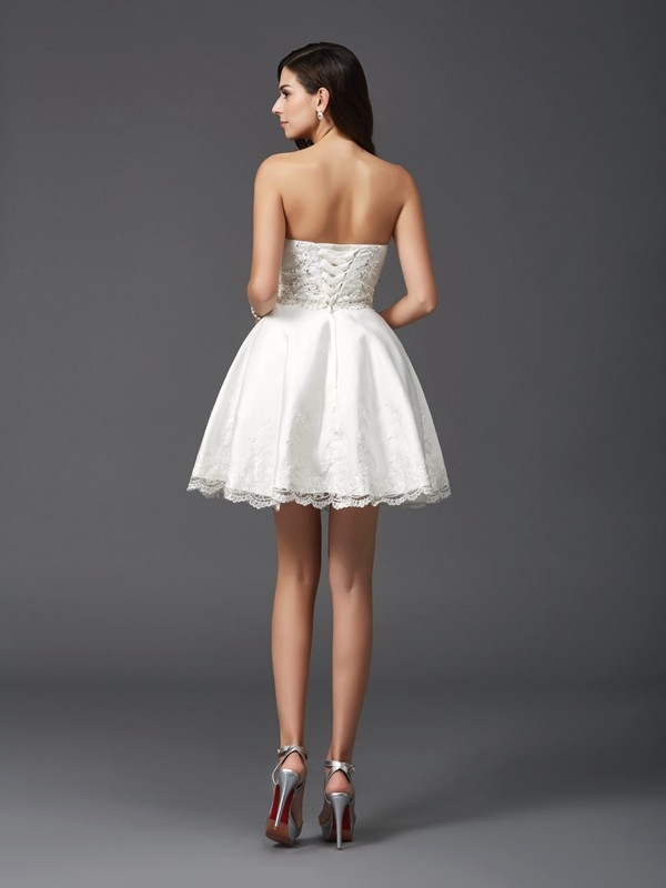 A-Line/Princess Sweetheart Beading Sleeveless Short Satin Dresses