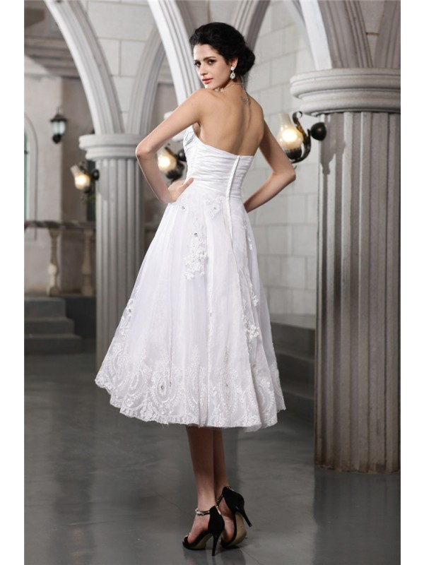 A-Line/Princess Sweetheart Sleeveless Beading Applique Short Taffeta Wedding Dresses